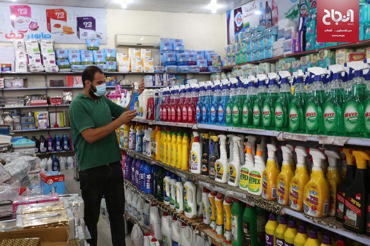 التزام المواطنين باجراءات السلامة والوقاية من فيروس كورونا في دير البلح
