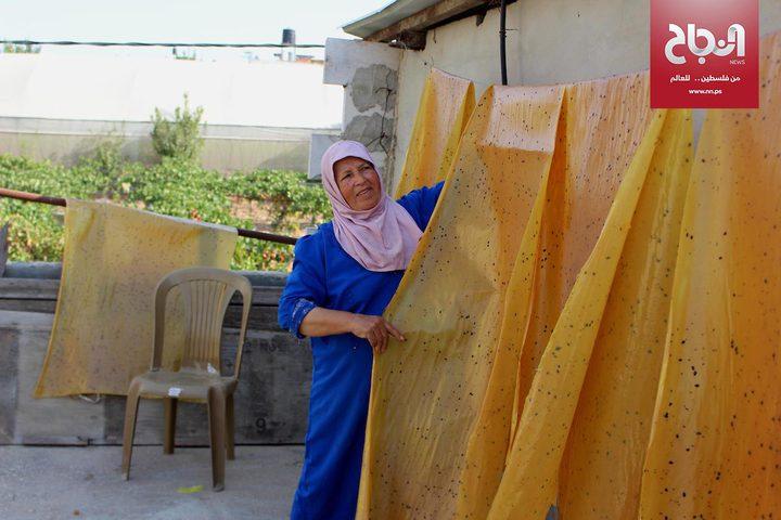 """صناعة الحلوى التقليدية """"الملبن"""" في قرية حلحول بالخليل"""