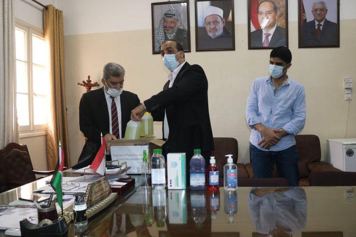 وزير العمل يتبرع بمواد تعقيم ومستلزمات طبية للمعاهد الأزهرية