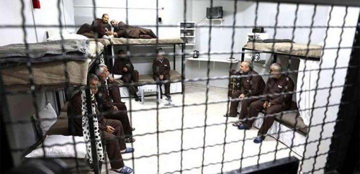 """إصابة 7 أسرى بفيروس كورونا في سجن """"عوفر"""""""