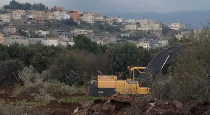 الاحتلال يواصل تجريف أراضٍ جنوب الخليل لليوم الثاني على التوالي