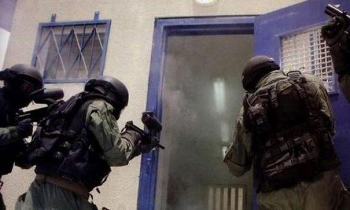 """قوات القمع تقتحم مجددا قسمي (20) و(19) في """"عوفر"""""""