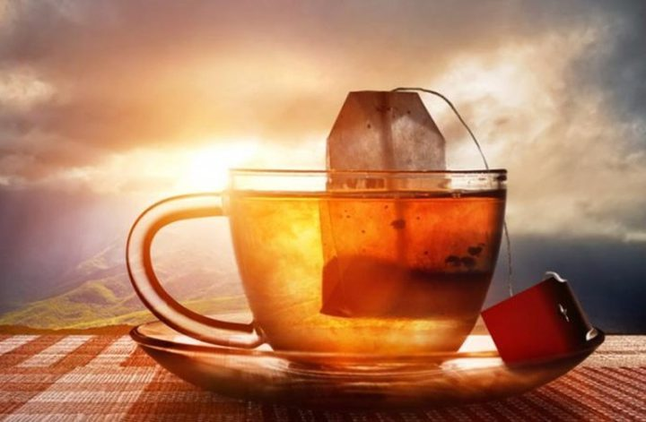 أضرار ترك كيس الشاي داخل الماء المغلي لمدة طويلة