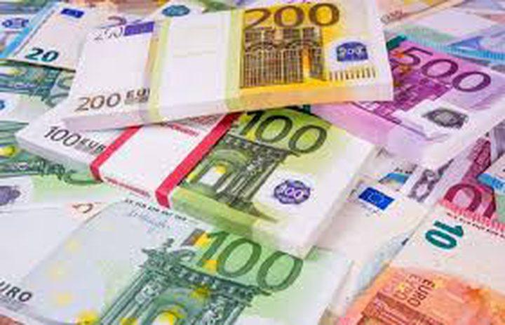 اليورو يتراجع قبل اجتماع المركزي الأوروبي