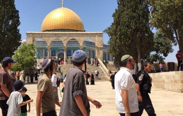 مستوطنون يقتحمون ساحات المسجد الاقصى بقيادة المتطرف غليك