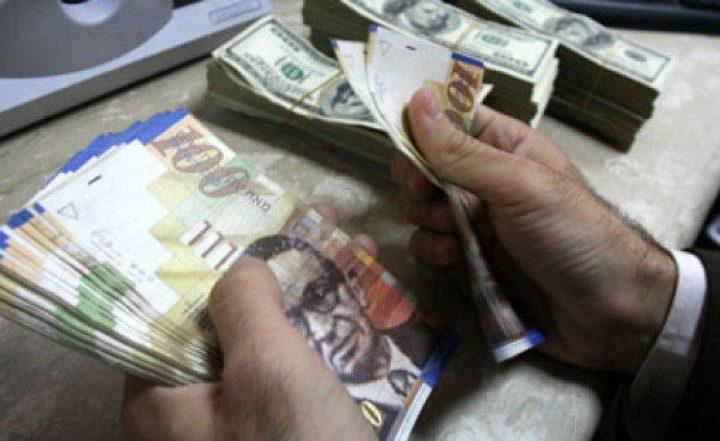 الجمهور الفلسطيني يعرب عن رغبته باستعادة اموال المقاصة