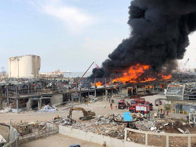 اندلاع حريق كبير في المنطقة الحرّة بمرفأ بيروت
