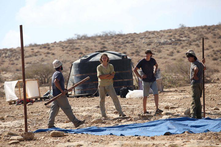 مستوطنون ينصبون خيمة بمسافر يطا جنوب الخليل