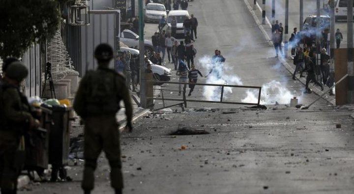 اصابات بالاختناق خلال مواجهات مع الاحتلال وسط الخليل