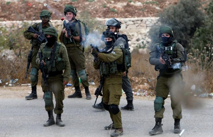 إصابة شاب بقنبلة أطلقها الاحتلال بمحاذاة الجدار العنصري