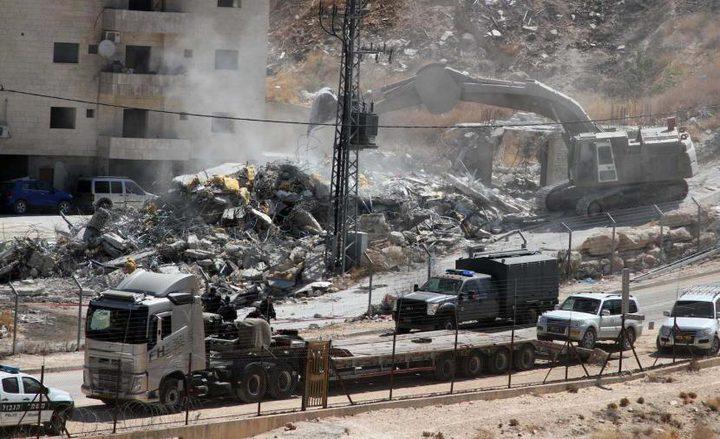 الخليل: الاحتلال يخطر بهدم منزل ووقف العمل بآخر في قرية التوانة