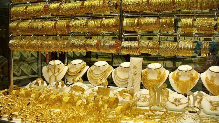 أسعار الذهب تصعد بفعل ضعف الدولار