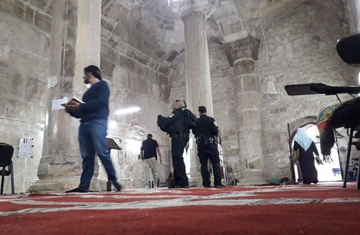 شرطة الاحتلال تقتحم مصلى باب الرحمة داخل المسجد الأقصى المبارك