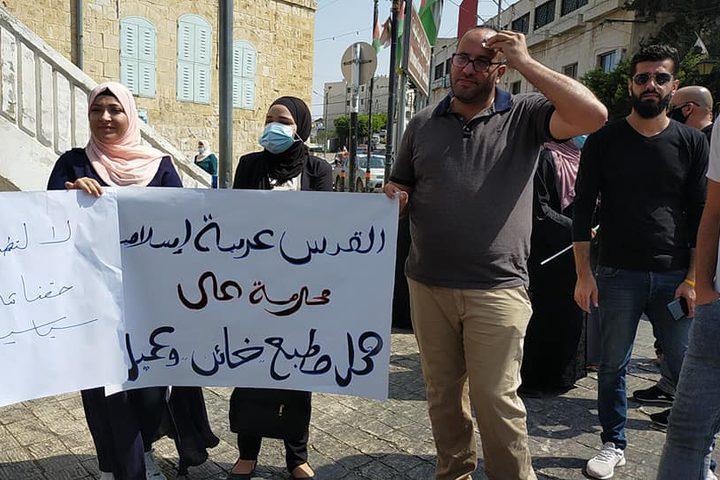 وقفة رافضة للتطبيع وسط مدينة طولكرم عدسة: سامي الساعي