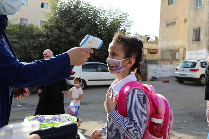 اغلاق 3 مدارس في الخليل لمدة 5 أيام بعد تسجيل اصابات بكورونا