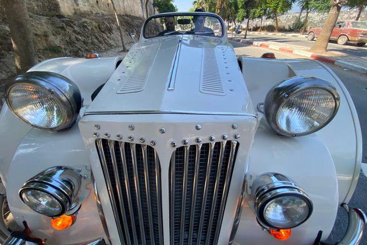 المبدع رياض العملة من بلدة قبلان جنوب نابلس يبدع في صنع سيارة كلاسيكية