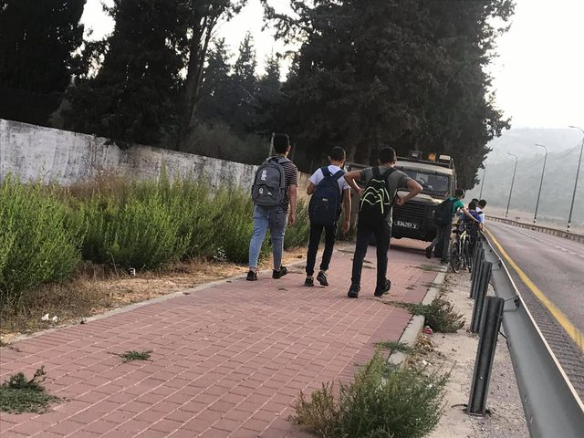 قوات الاحتلال تعيق وصول طلبة اللبن الشرقية إلى مدارسهم
