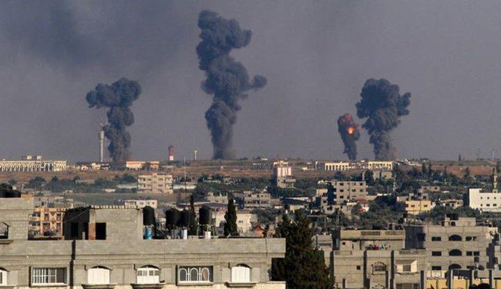 طيران الاحتلال يشن غارات على مواقع في قطاع غزة