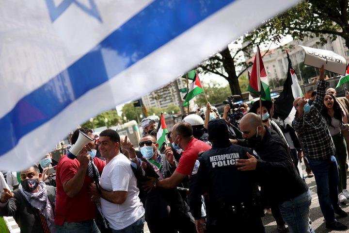العشرات يتظاهرون أمام البيت الأبيض رفضا للتطبيع مع الاحتلال