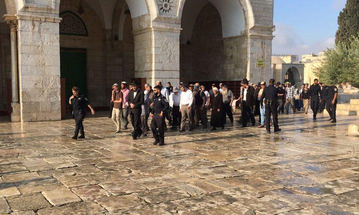 """مستوطنون يقتحمون المسجد """"الأقصى"""""""