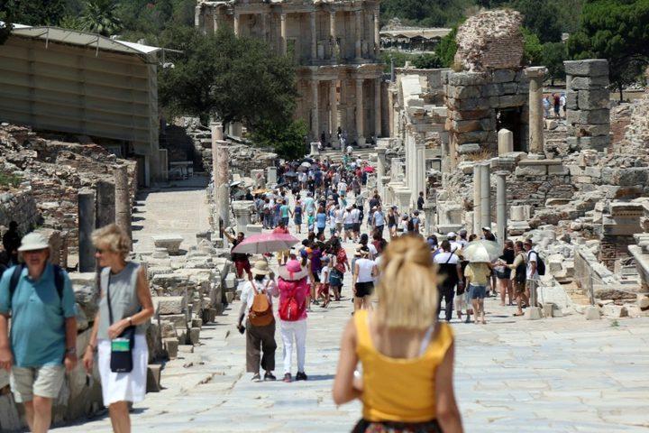 كورونا تكبد السياحة العالمية خسائر مادية تقدر بنصف تريليون دولار