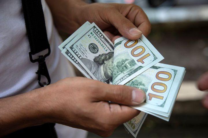 الدولار يرتفع مع صعود العائدات الأمريكية