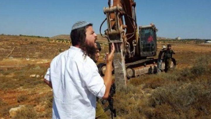 مستوطنون يسيجون اراضٍ استولوا عليها في قرية كيسان