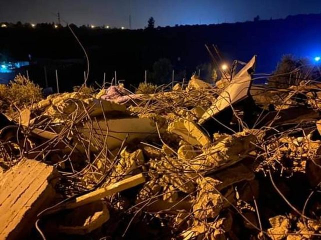 قوات الاحتلال منزلا في بيت سيرا غرب رام الله