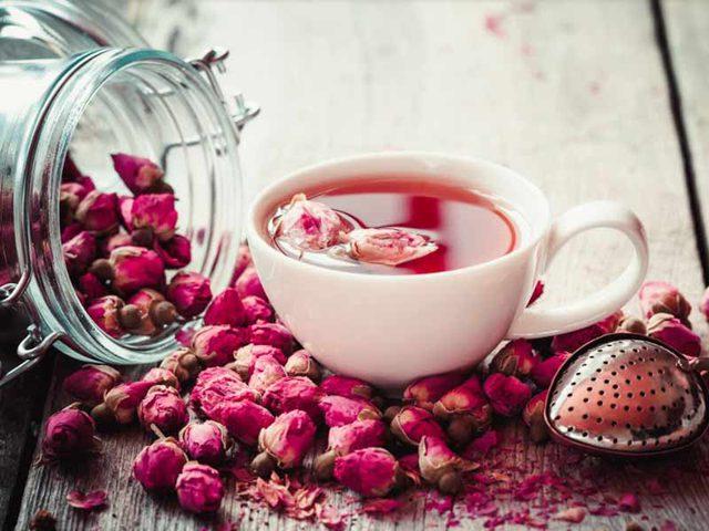 اكتشفوا الفوائد الصحية المذهلة المرتبطة بشاي الورد