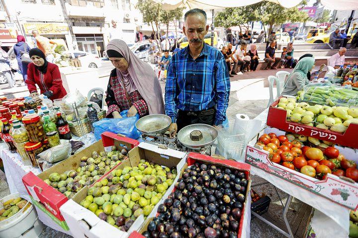 افتتاح سوق المنتجات الزراعية في مدينة البيرة