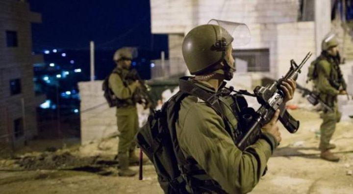 سلطات الاحتلال تعتقل شابا شرق بيت لحم