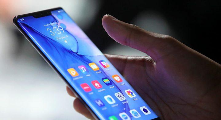 شاهد طالب يعثر على صور ومقاطع فيديو صادمة في هاتفه الذي ضاع منه