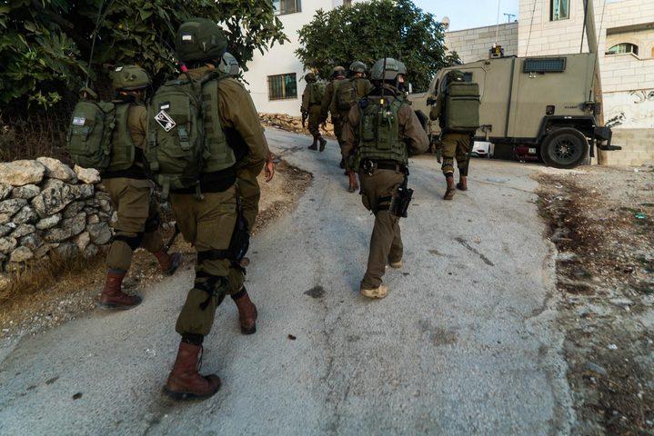 جنين:قوات الاحتلال تقتحم بلدة عرابة وتفتش عددا من المنازل