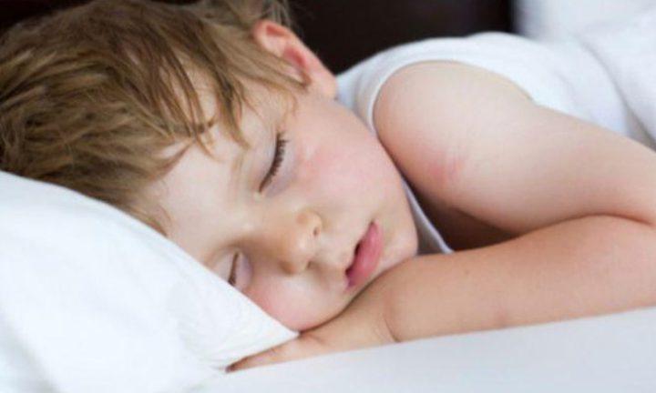 الكشف عن أهمية النوم الكافي لأدمغة الأطفال
