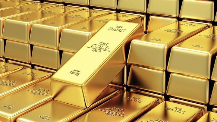 أسعار الذهب تصعد مع تراجع الدولار