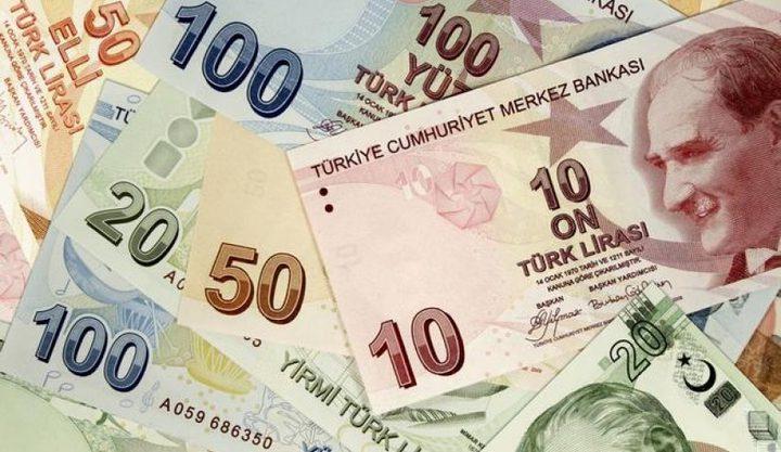 الليرة التركية تهوي من جديد أمام الدولار