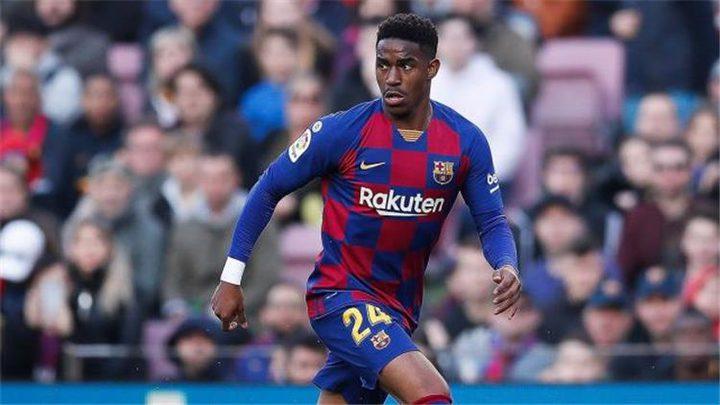 لاعب جديد من برشلونة يساعد للرحيل