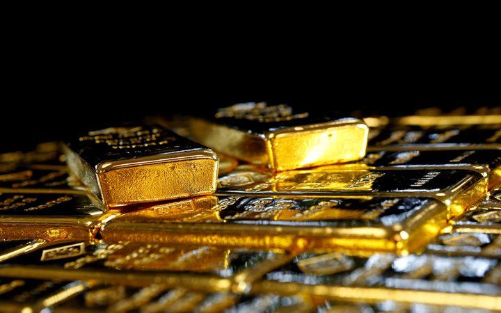 اسعار الذهب تنخفض نحو 3%