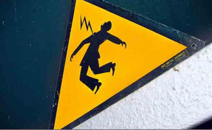 عكا: إصابة شاب بجروح خطيرة نتيجة التعرض لصعقة كهربائية