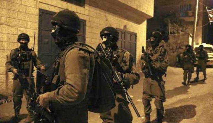 اصابة شاب واعتقال آخرين بمواجهات مع الاحتلال في مخيم جنين