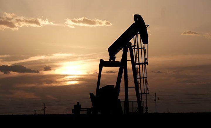 النفط يغلق على ارتفاع طفيف بعد موجة مبيعات
