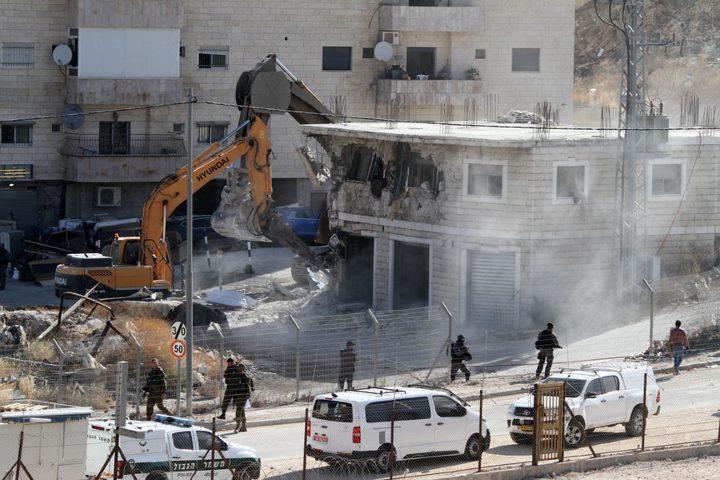 اخطارات بهدم عمارة سكنية ومنزلين في القدس