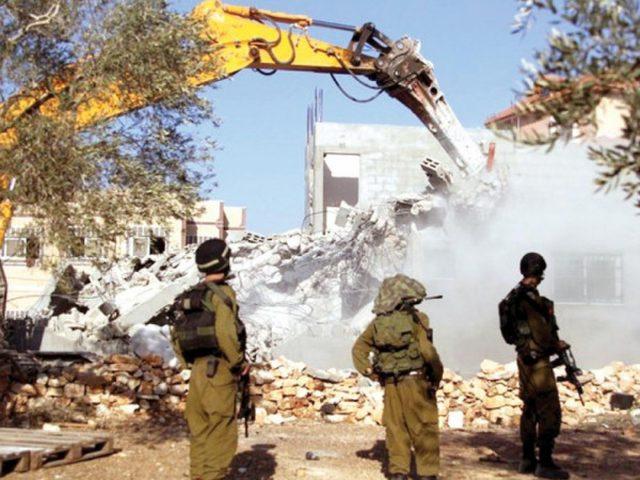 الاحتلال يهدم منزلا قيد الانشاء وبئرين في الخليل