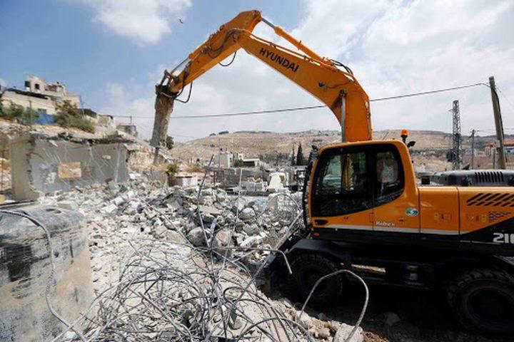 طولكرم: جرافات الاحتلال تهدم قاعة أفراح في خربة جبارة