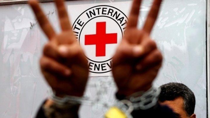 الصليب الاحمر يؤكد تعليق زيارة مندوبيه للاسرى في سجون الاحتلال