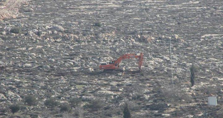 نابلس: مستوطنون يجرفون مساحات من أراضي المواطنين في قرية جالود