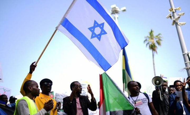 """السودان تقترب من التطبيع مع """"إسرائيل"""" مقابل المال"""