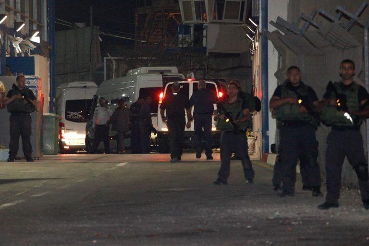 حجر ممثل الأسرى ومسؤول الكانتينا بسجن ايشل بعد مخالطتهم لضابط