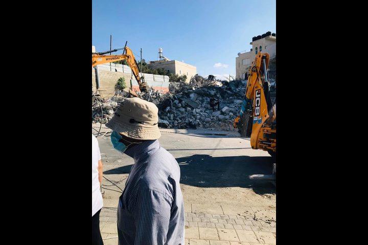 قوات الاحتلال تجبر مقدسيا على استكمال هدم منزله ذاتيا