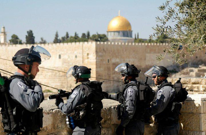 الاحتلال يعتقل شاب ووالده بعد الاعتداء عليهما عند باب السلسلة